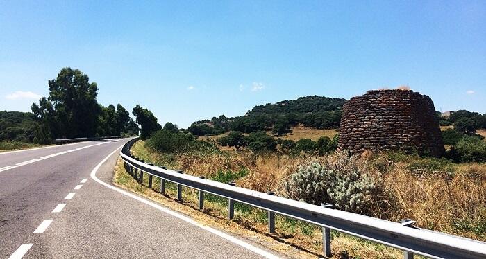 Nuraghi lângă drumul dintre Tempio Pausania și Sassari – Foto Ionut Petru