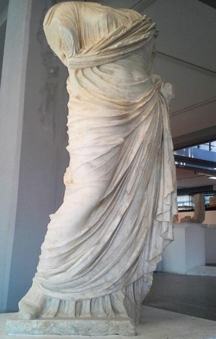 Statuie romană, din marmură, expusă în Muzeul de Arheologie din Sassari (100 -200 î.Hr) – Foto Ionut Petru