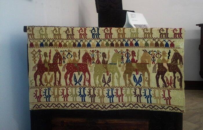 Tesatura tradidionala Sarda expusa in Muzeul de Arheologie din Sassari – Foto Ionut Petru